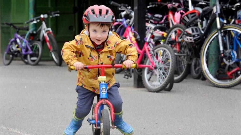 kids-cycling